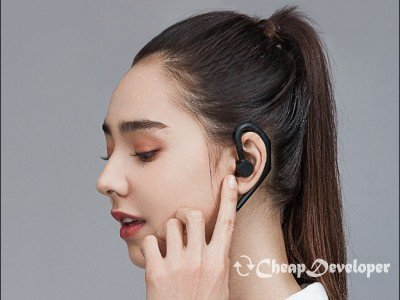 Xiaomi's Ergonomic Bluetooth Headset Gets Google Assistant Support