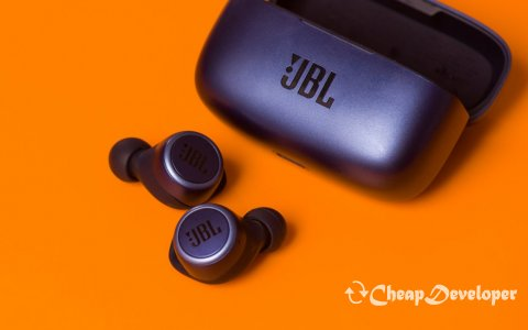 JBL LIVE 300TWS review: comfortable TWS headphones with cool sound
