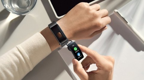 HUAWEI Band B6: Curved Screen, Health Tracking and Headset Function