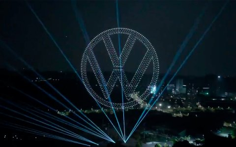 Volkswagen introduced a new electric crossover with 2,000 drones [Video]