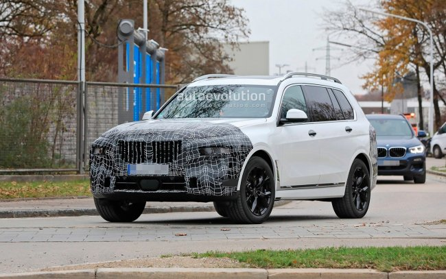 Updated BMW X7 spotted on public roads