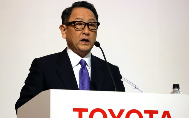 "Toyota CEO: the rapid transition to electric cars is fraught with ""big problems"""